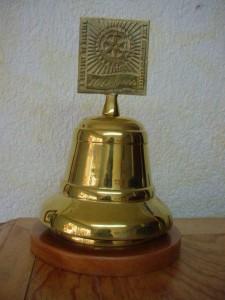 Campana de bronce para aniversario
